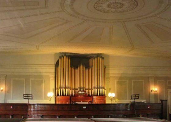 Trompe-l'oeil-painted-ceiling-caps-organs-beautiful-setting