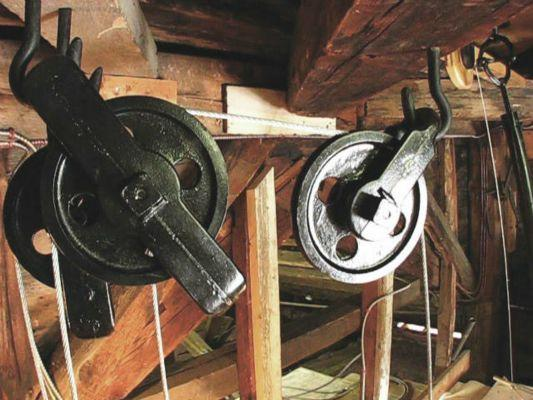 Clock-weight-box-pulleys