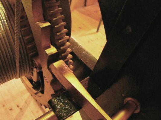 Toothed wheel bumps lever to bell hammer